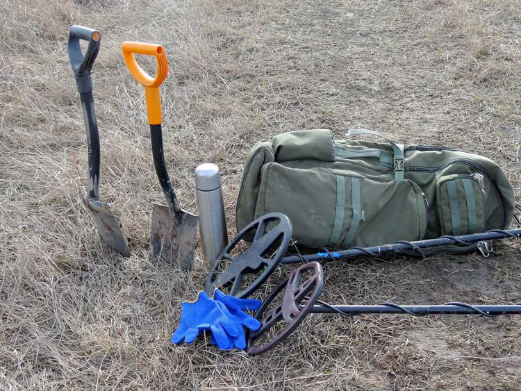 Bag with gear for beginner metal detector